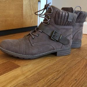 Shoes - Women's boots size 9. NEVER WORN